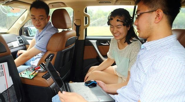 Investigadores chinos desarrollan automóvil que se maneja con la mente