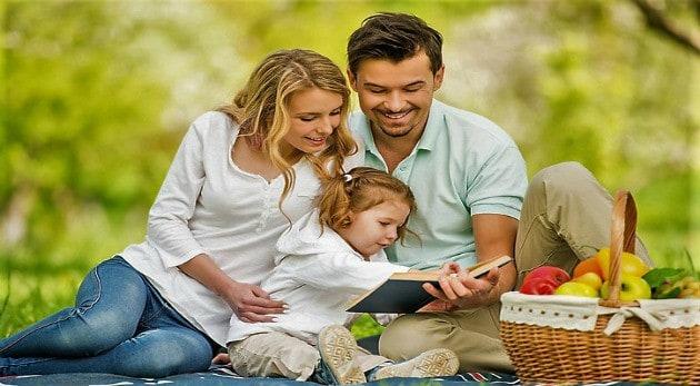 Familias Cristianas Felices Orando